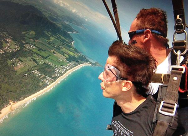 Loslassen lernen und Motivationstricks - Martin mit Fallschirm - neue Komfortzone