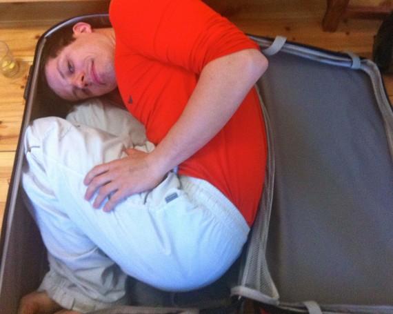 Reisecheckliste-Packliste für Sommerreisen Festivals Urlaube Backpacking Weltreisen - Martin gehört nicht in den Koffer