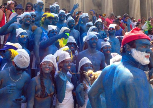 Karnevalskostüm-die Schlümpfe-Rio de Janiero-Martin Krengel Travel Writer