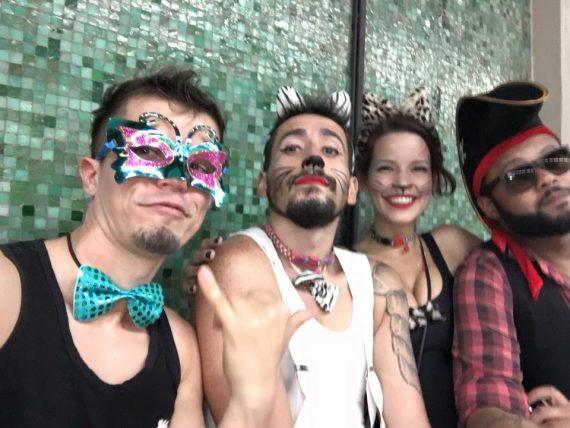 Meow, zirp, zwitscher - egal welches Kostüm man beim Karneval in Rio trägt, der Spaß steht an oberster Stelle